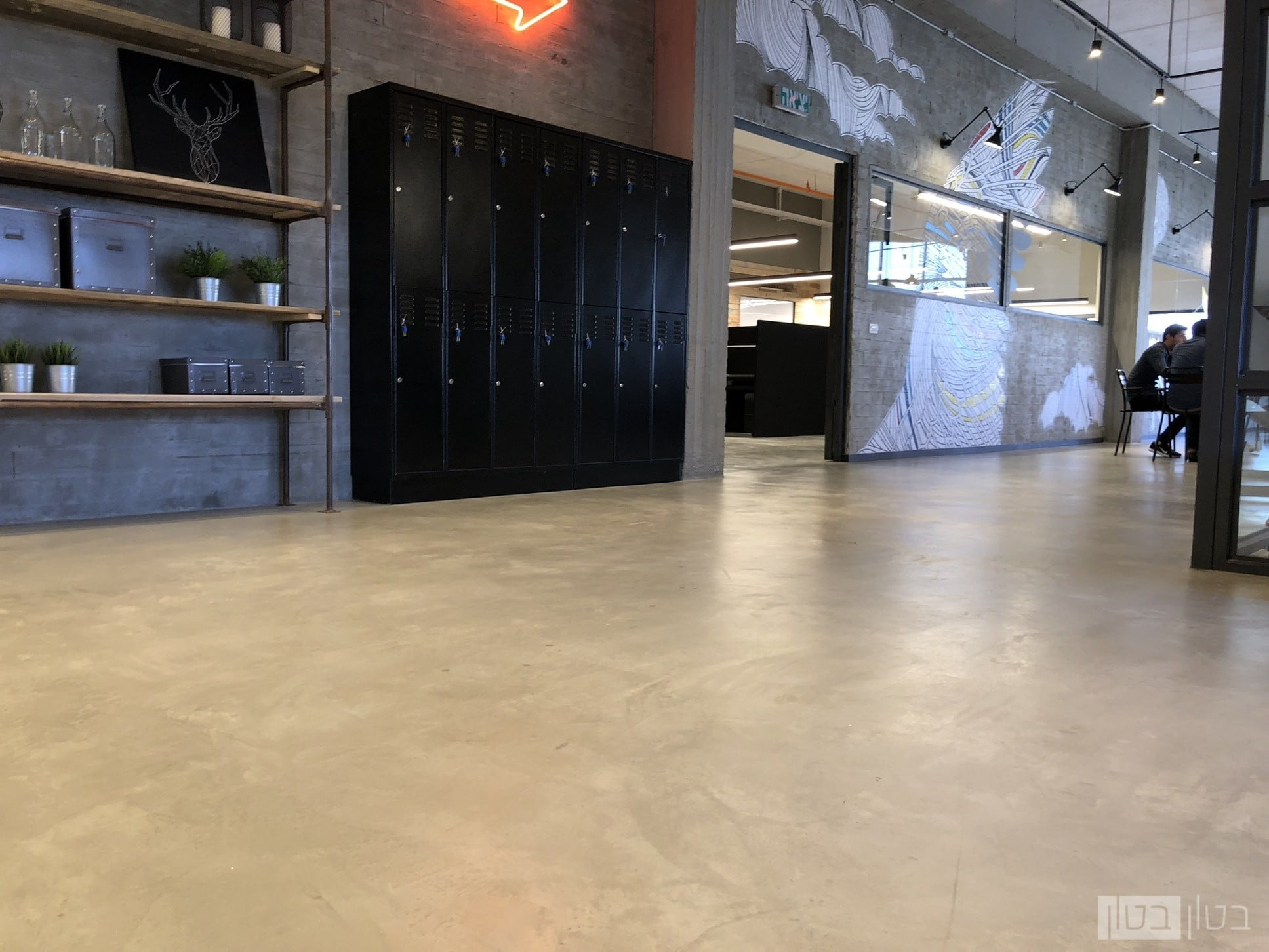 מיקרוטופינג למשרדים רצפה וקיר