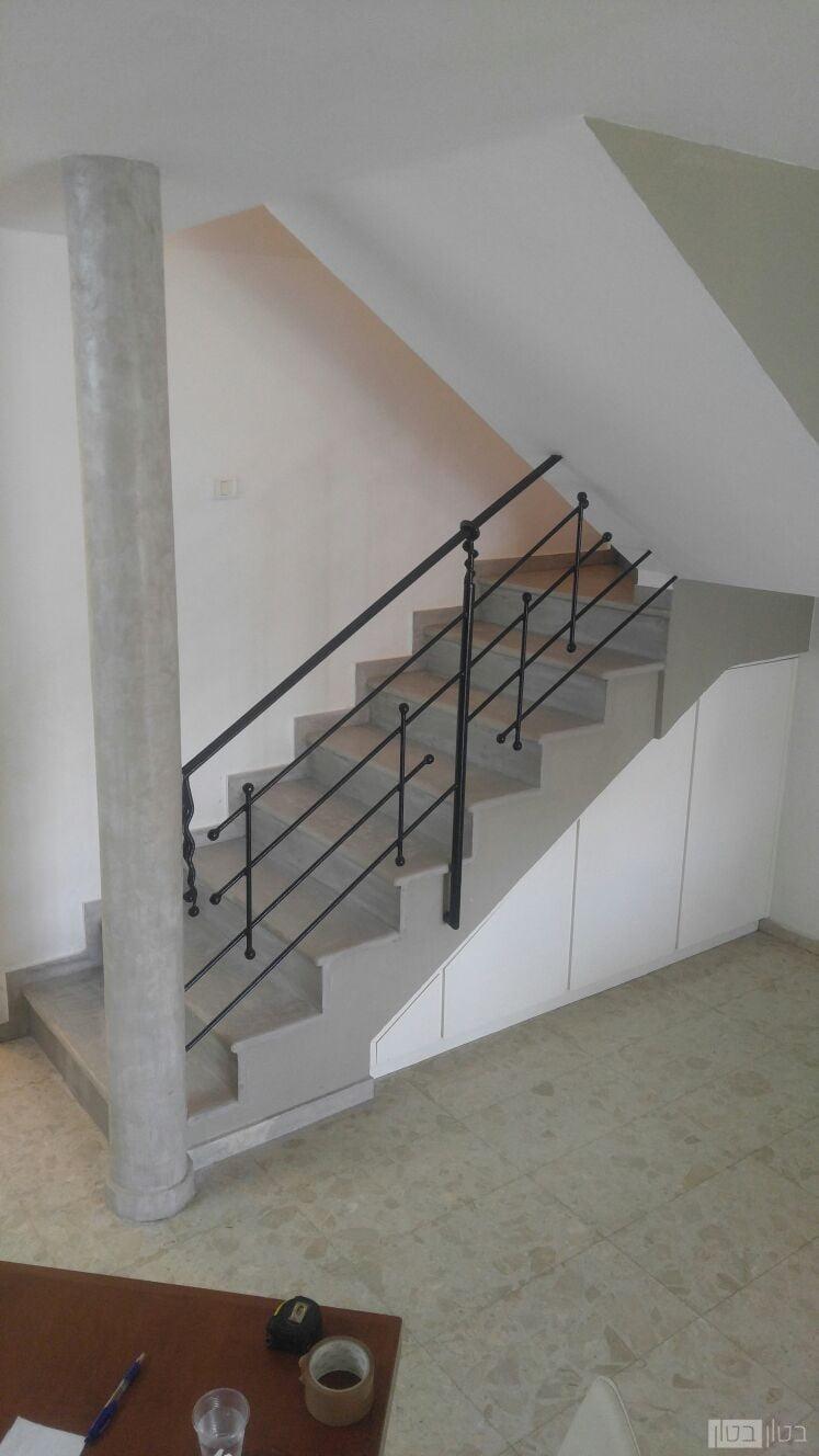 חיפוי מיקרוטופינג על מדרגות