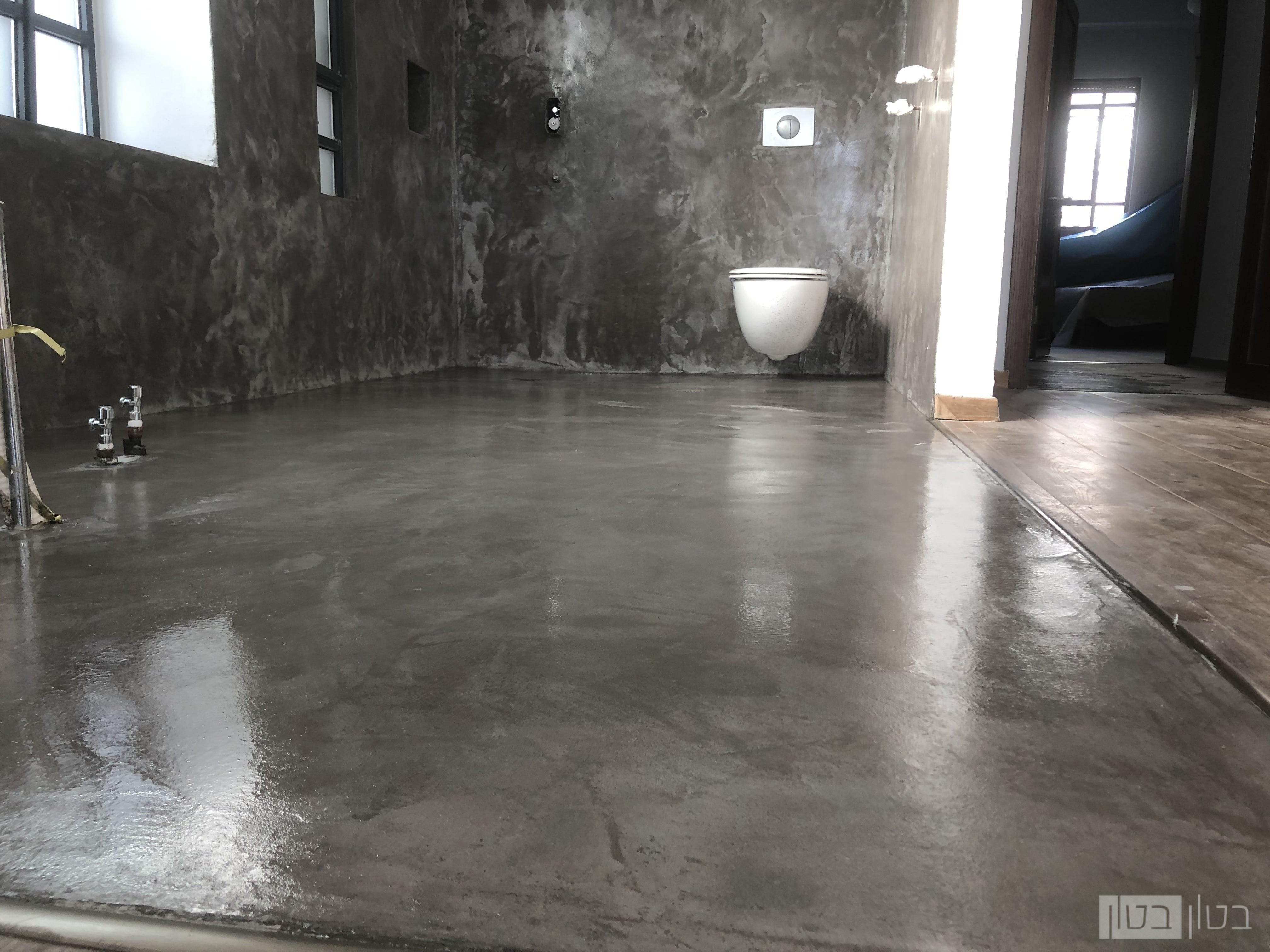 שיפוץ חדר רחצה בחיפוי מיקרוטופינג בטון