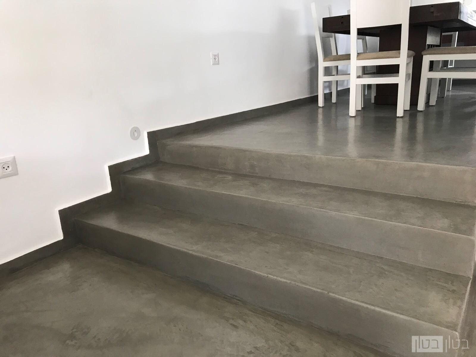 רצפה ומדרגות בציפוי מיקרוטופינג