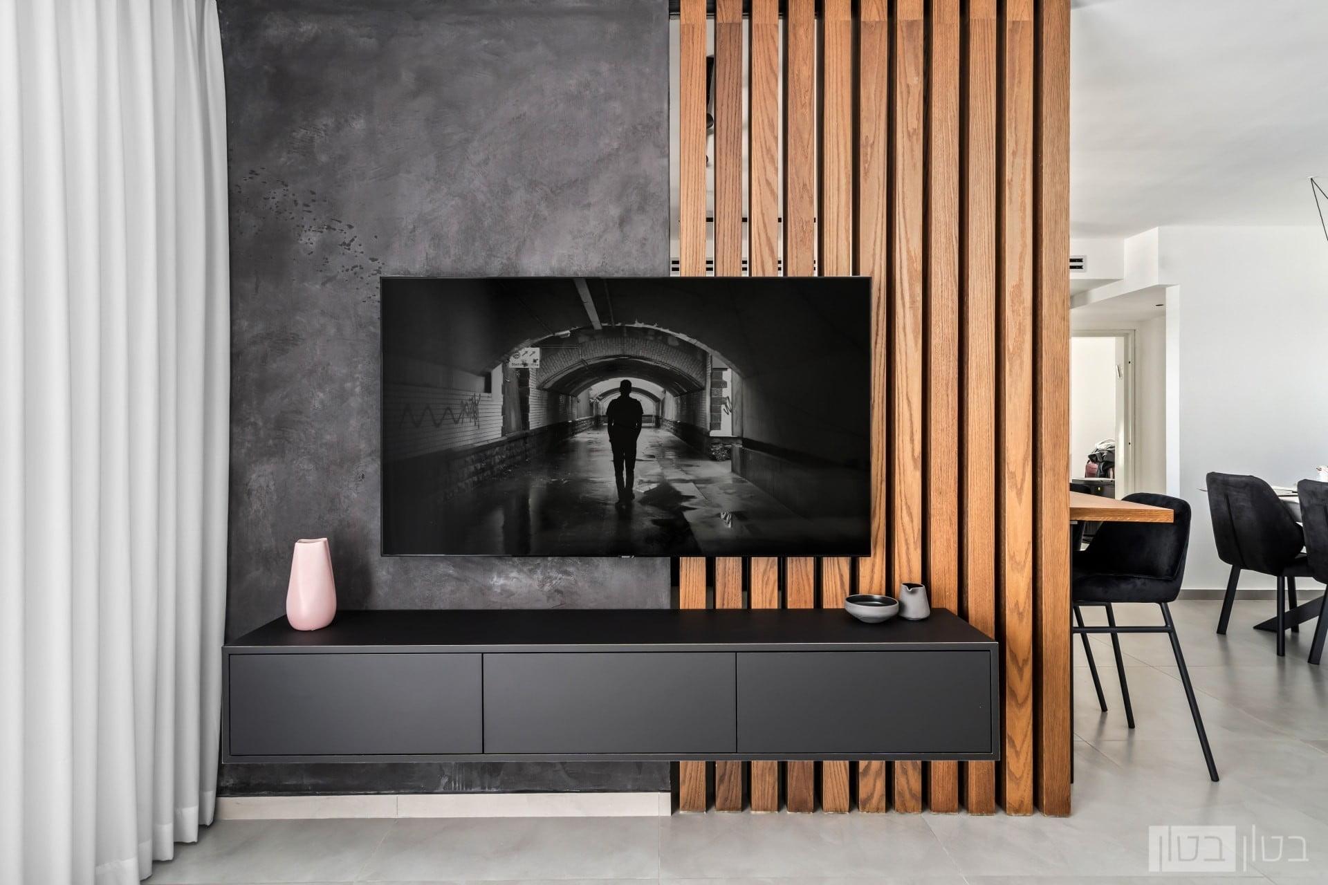 קיר בטון שחור