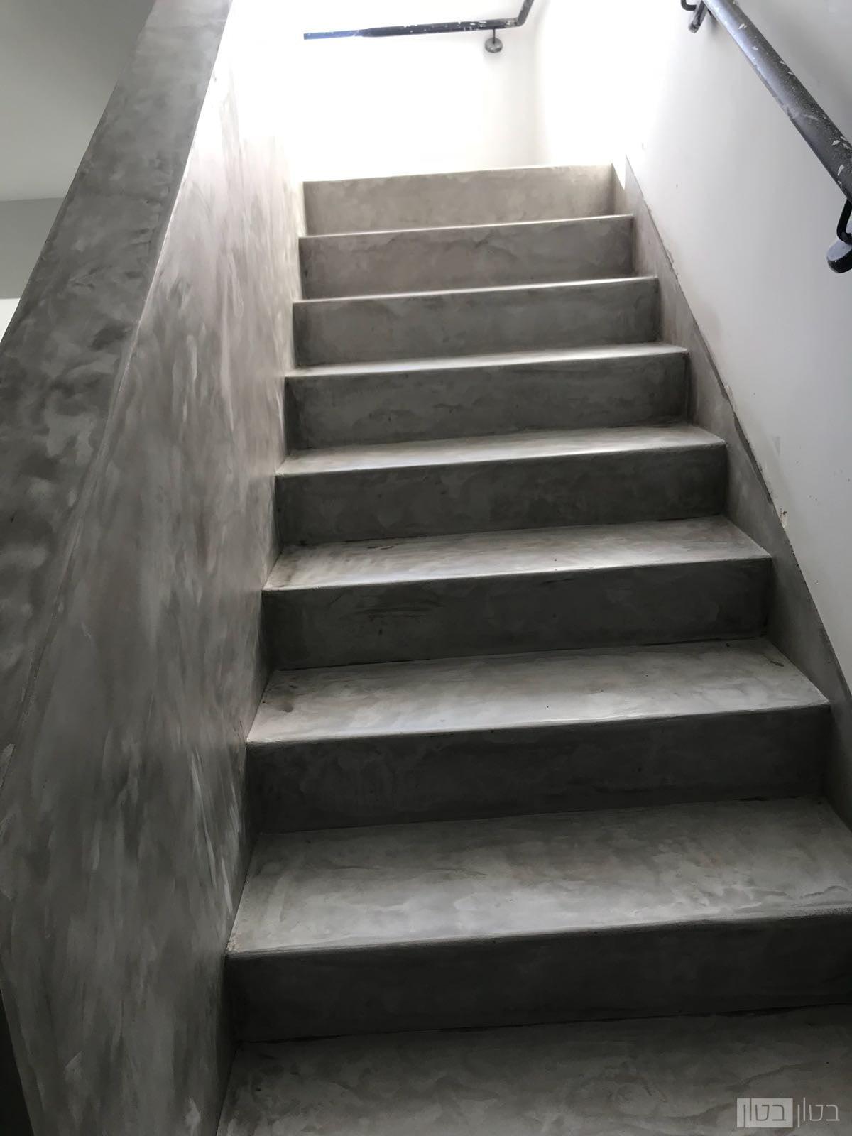 חדר מדרגות מיקרוטופינג