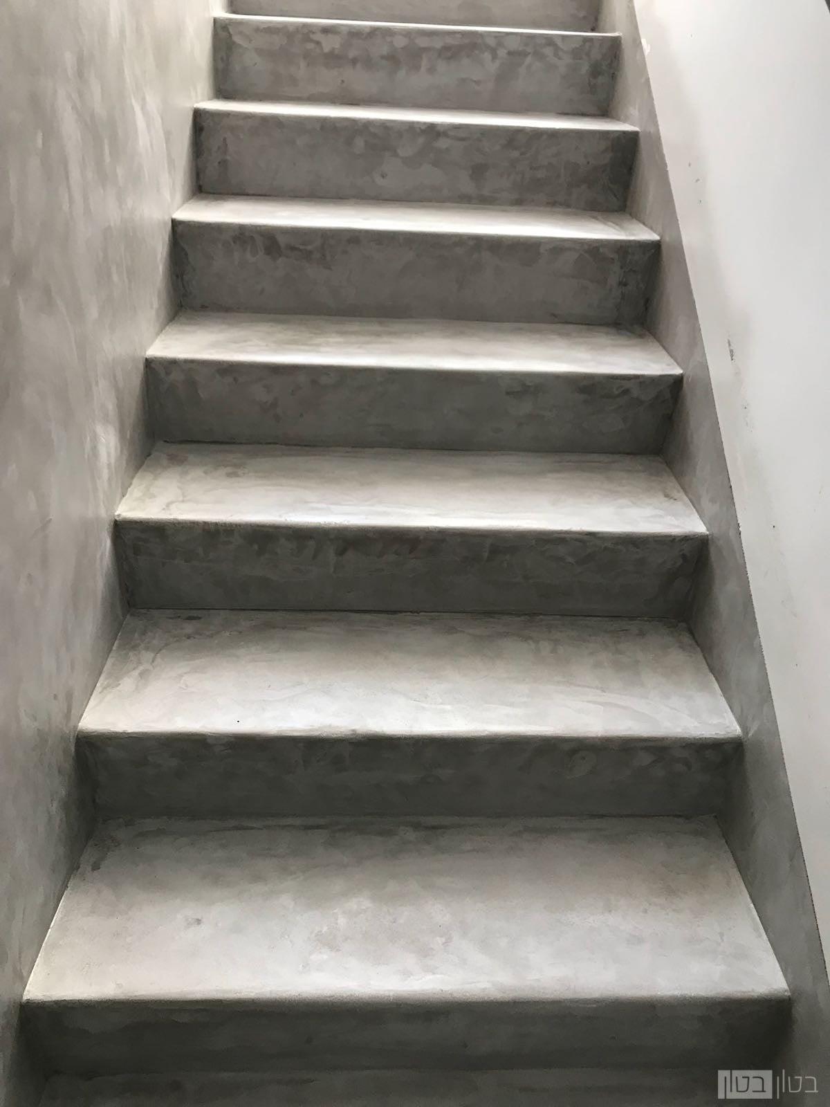 חומת ומדרגות מיקרוטופינג בשכבה דקה