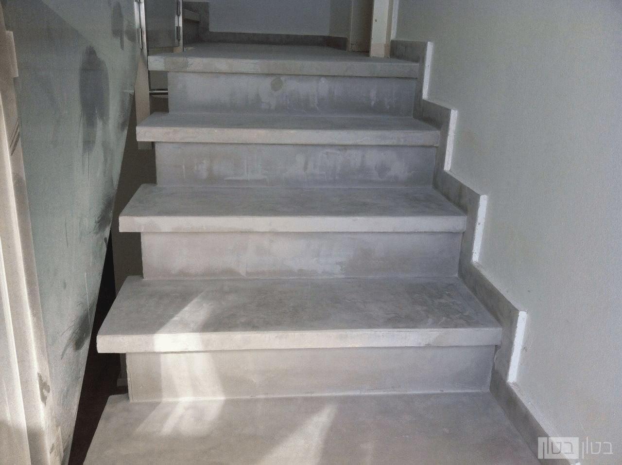 חיפוי מדרגות במיקרוטופינג בבית מגורים
