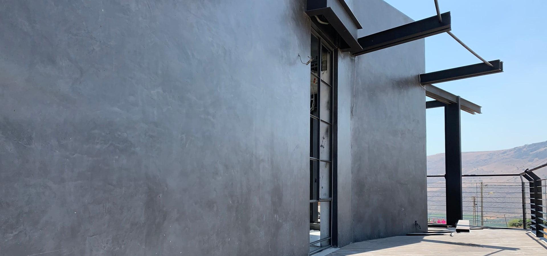 בטון מוחלק לקירות חיצוניים בגוונים לפי בחירה