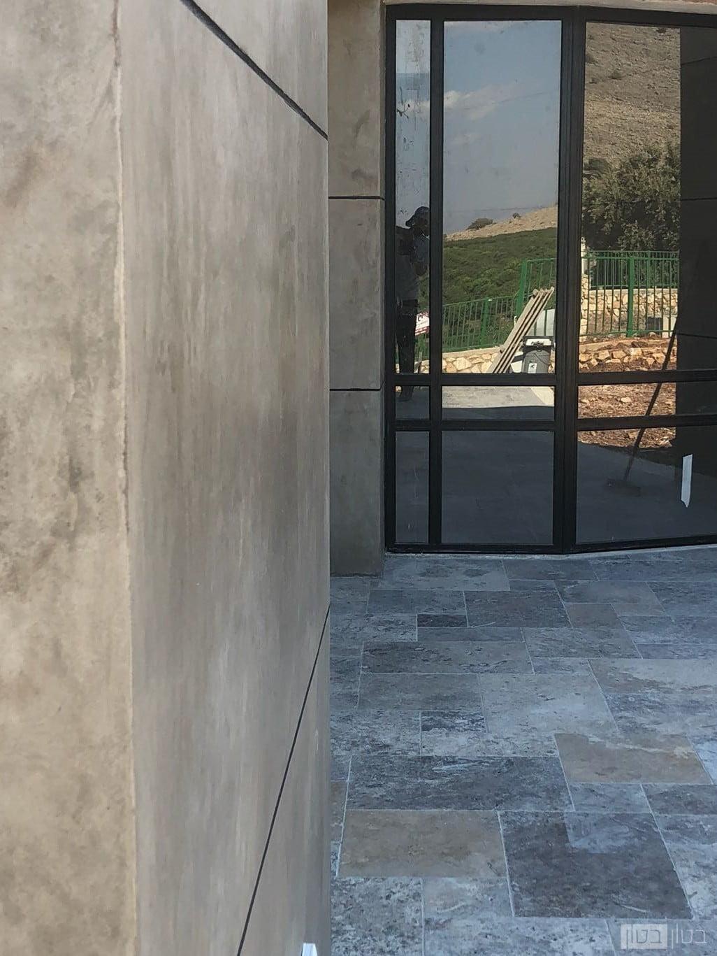 קיר בטון חיצוני לבניין