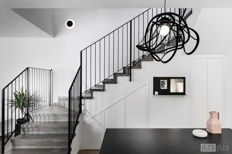 מדרגות מודרניות בחיפוי בטון