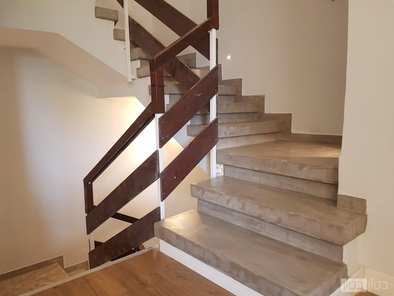 מדרגות בטון מוחלק